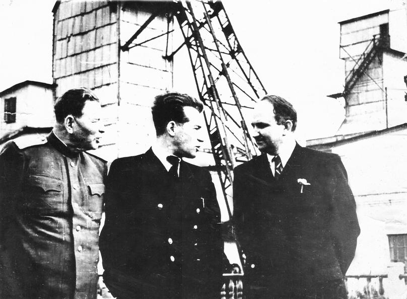 На шахте №9. Слева – начальник комбината «Интауголь» М.И. Халеев, в центре – начальник шахты №9 С.Н. Штипельман