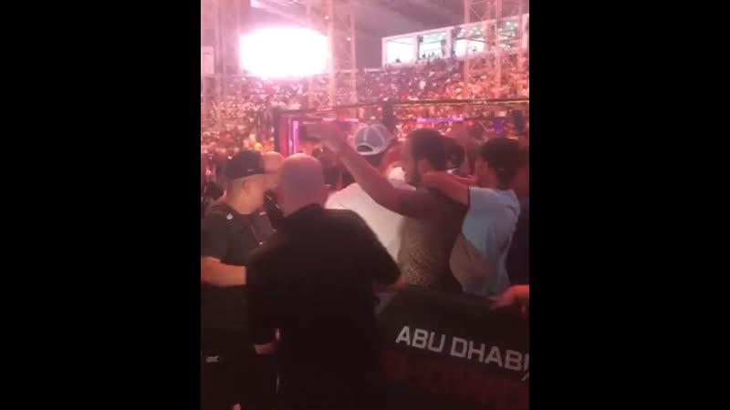 Абдулманап свою порцию любви и уважения от фанатов тоже получил👏🏻👏🏻
