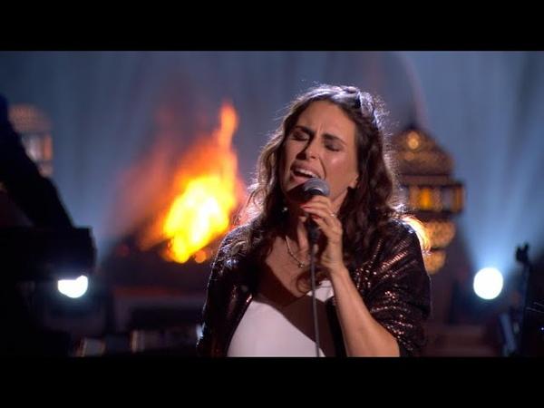 Sharon doet het podium daveren met haar versie van 'Turn Your Love Around'   Liefde Voor Muziek