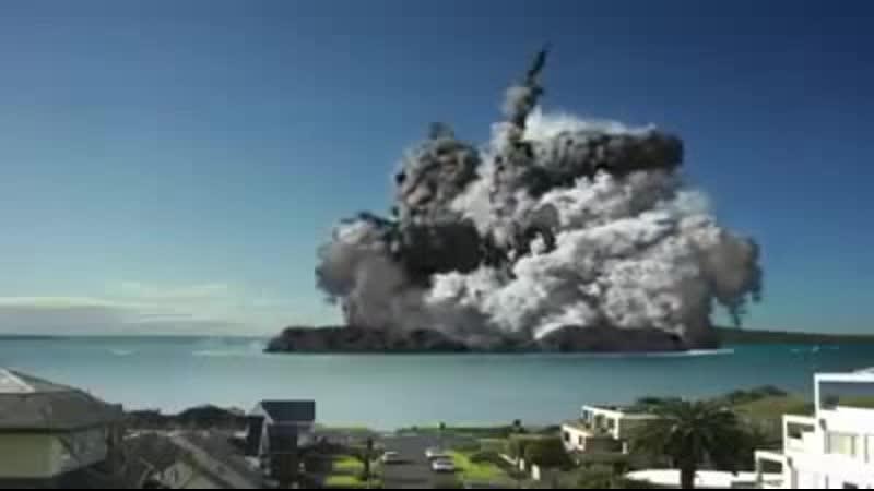 Вулкан Синабунг в Индонезии в воскресенье в 04_28. Снимала автоматическая ка...
