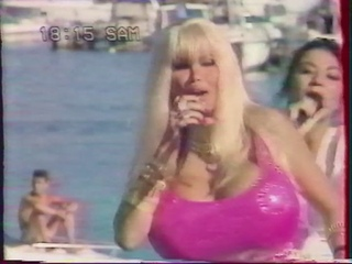 "Lolo Ferrari ""Airbag Generation"" / J.K. ""My Radio"" (Live ""40° à l'ombre"" - France 3)"