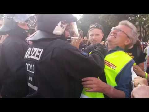 Жестокие разгоны митингов Полиция Германии жестоко подавляет митинг Без жалости и сожаления