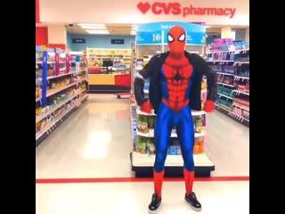 Человек-паук в супермаркете