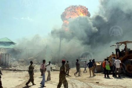 Ад в Лагосе. Икеджа (Нигерия), 27 января 2002 года. В 2001 году на складе боеприпасов и взрывчатых веществ в Икедже (северный пригород Лагоса) что-то бабахнуло. Жертв и пострадавших не было,