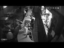 Американец в баре проигнорировал угрозы вооруженного грабителя