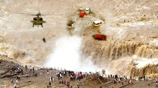 Fury of Nature has hit Oman !! Severe floods all over the country !