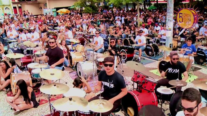Linkin Park In The End com 350 bateristas da Orquestra de Baterias