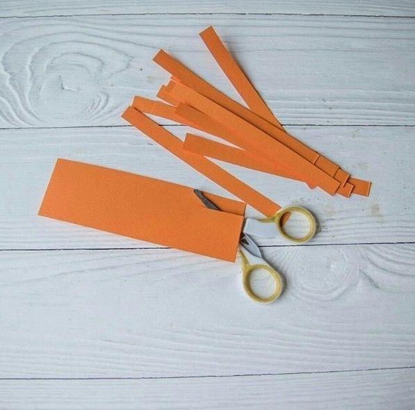 Как сделать тыкву Из одного оранжевого листа А4 получится две тыковки.
