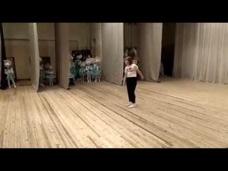 Выступление Люды С., танец с поями