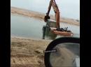 Темрюке утонул гусеничный трактор