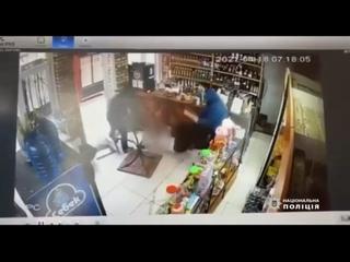 Под Харьковом двое мужиков битами избили своего должника