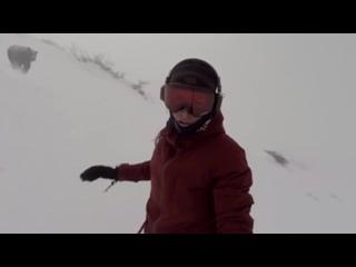 Сноубордистка случайно сняла гнавшегося за ней медведя (6 sec)
