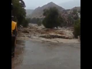 Мощный ливневый паводок рядом с городом Сур (Оман, 18 мая 2019).