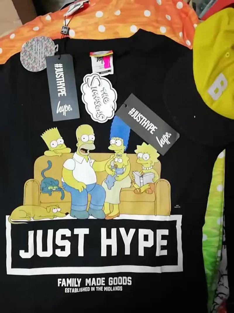 HYPE с этикетками:  яркие футболки, байковые брюки, байки, летние ветровки, женские сумки.