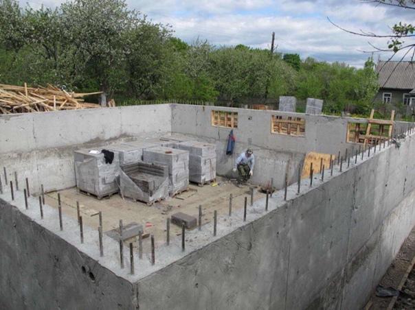 Дом 9х9,5м из газобетона с монолитным цоколем #строительстводома@my.stroyka ...