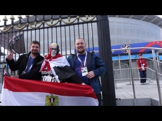 01355 ЧЕМПИОНАТ МИРА ПО ФУТБОЛУ 2018 FIFA БЛОНДИНКА И БРЮНЕТКА КРАСЯТ АНГЛИЧАНИНА and The МИККИ