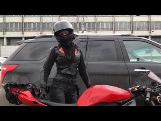 мото-таня девушка на мотоцикле