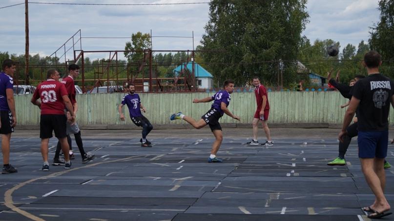 Играй, страна! Первая лига. Как любовь к игре сокращает расстояние от Питера до Алтая, изображение №3