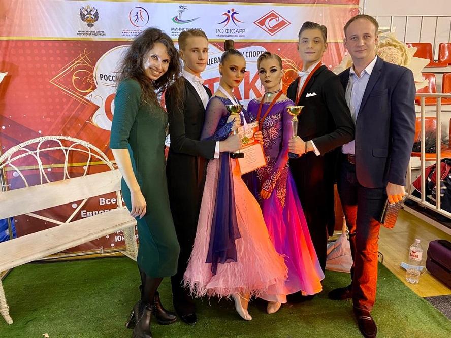 Поздравим луганских танцоров, они одержали победу в соревнованиях по бальному спорту!