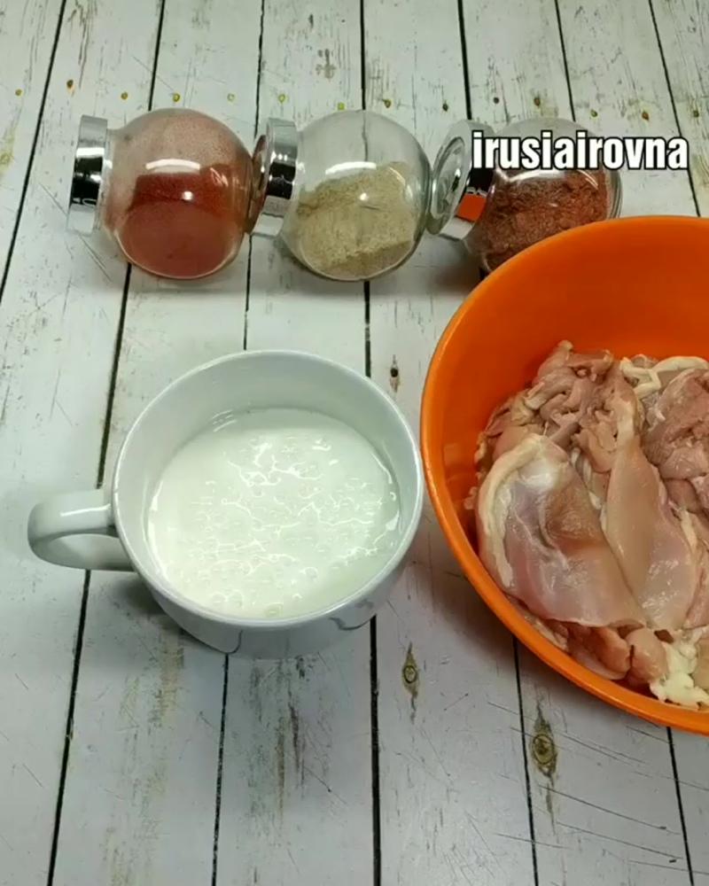 Курица в кефире (ингредиенты указаны в описании видео)