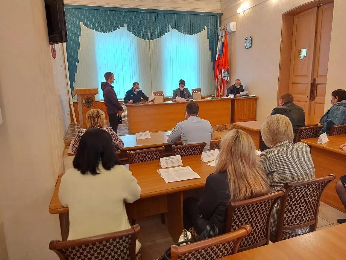Состоялось плановое заседание комиссии по делам несовершеннолетних и защите их прав