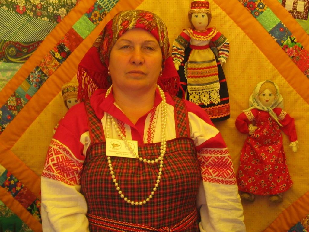 Светлана Кирьянова. Русский народный костюм – лекарство от забвения