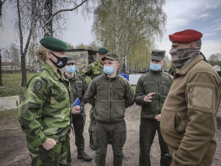 А тем временем, на полигон в Новых Петровцах «углубить сотрудничество» с украинс...