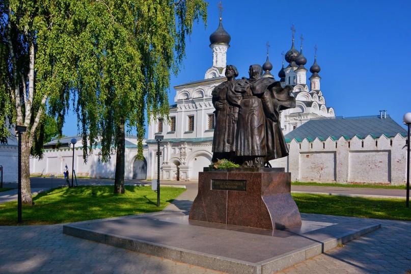 Памятник Православным Святым Петру и Февронии Муромским