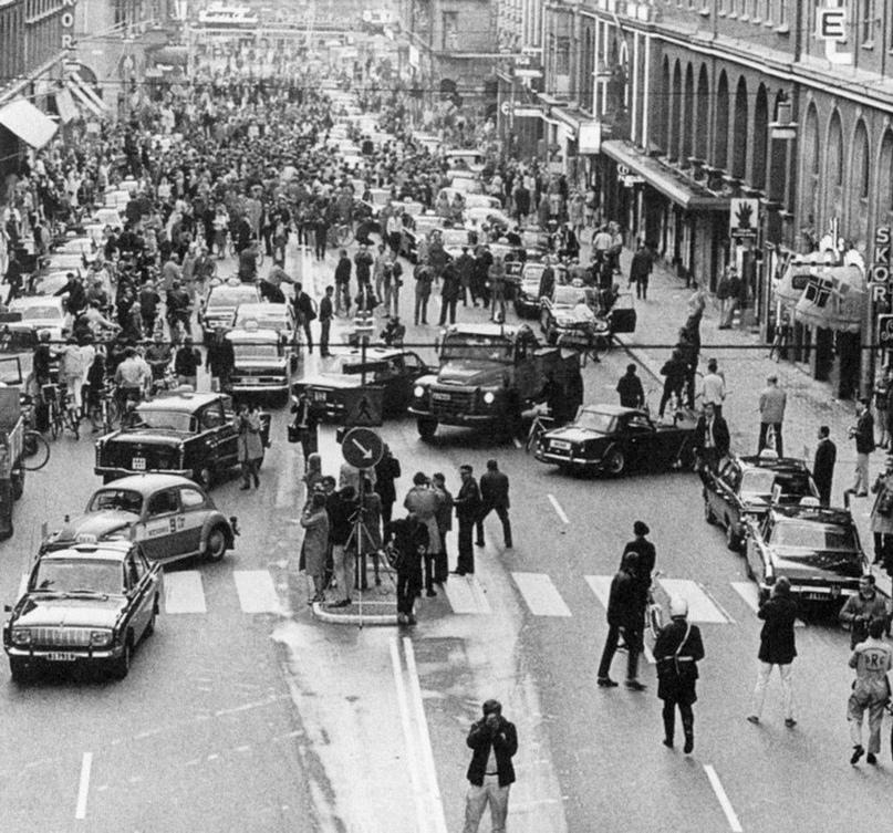 Улица в Швеции, на следующий день после того как левостороннее движение поменяли на правостороннее.