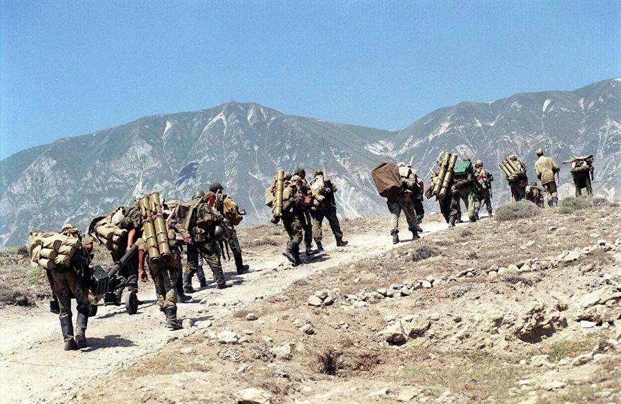 Подразделения ВДВ России на территории Дагестана в связи с вторжением в Ботлихский район вооруженных бандформирований с территории Чечни. 23 августа 1999 года