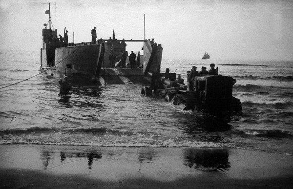 Высадка советского морского десанта на остров Итуруп.