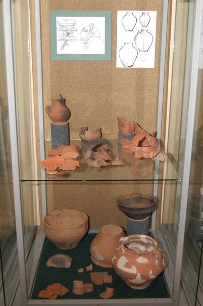 Красно-коричневая керамика с Золотаревского городища на выставке «Легенда и быль» в выставочном зале «Золотаревское городище».