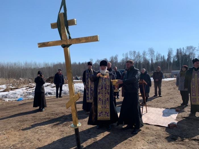 На кладбище в Можге состоялся чин освящения креста строящегося храма