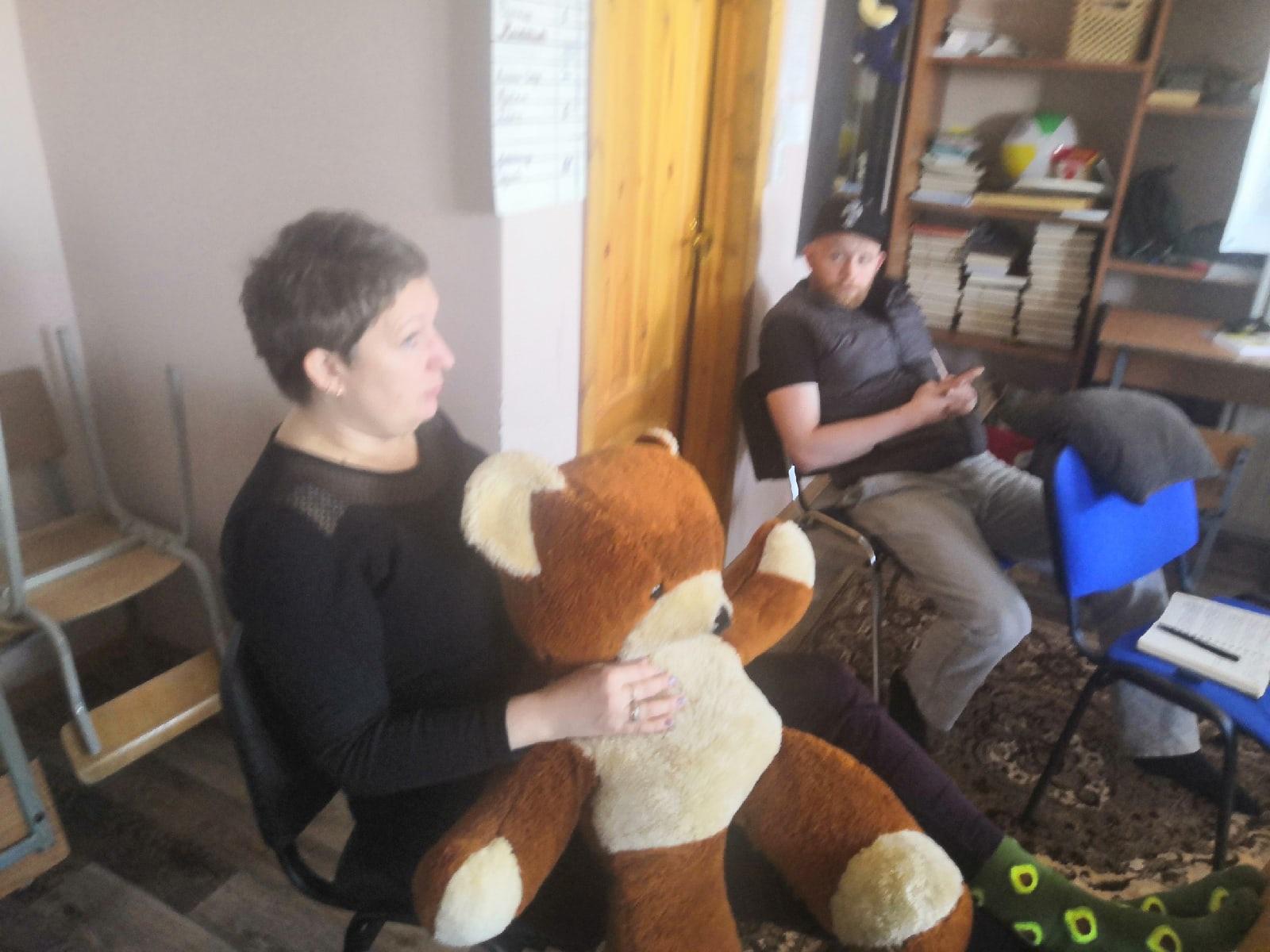 Сегодня проводила консультант-Мария занятие с ребятами, которые проходят реабилитацию.