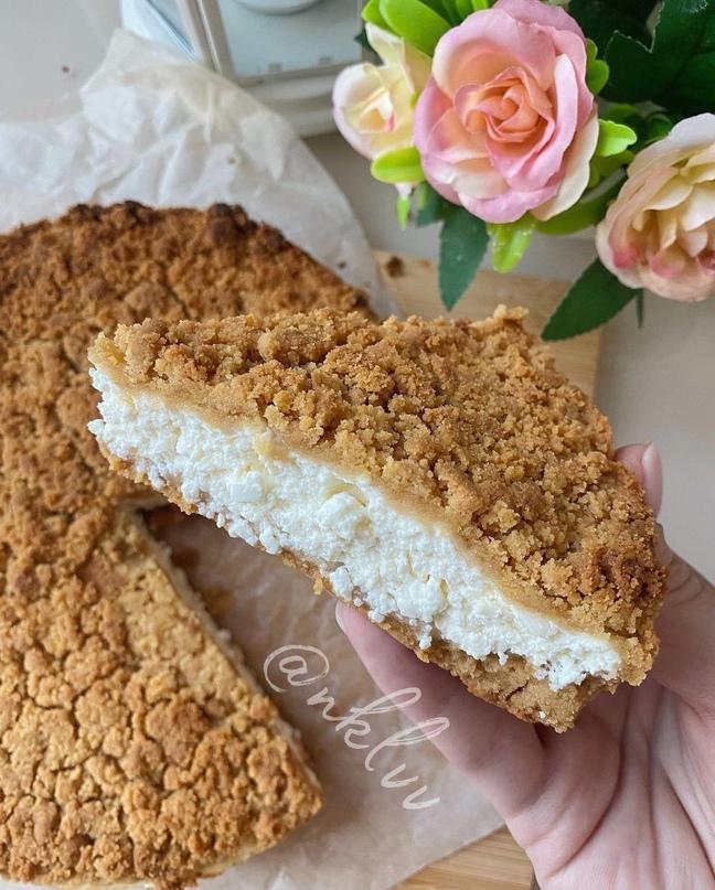 Пирог из песочного теста с творогом