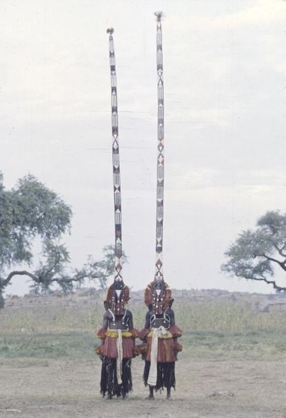 Серия фото с африканскими ритуальными церемониями, масками и костюмам, 1942-1972 гг.