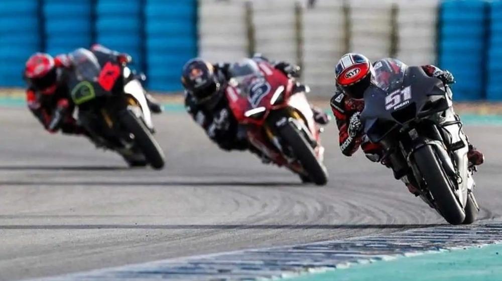 Ducati V4S почти такой же быстрый в сравнении с прототипами MotoGP