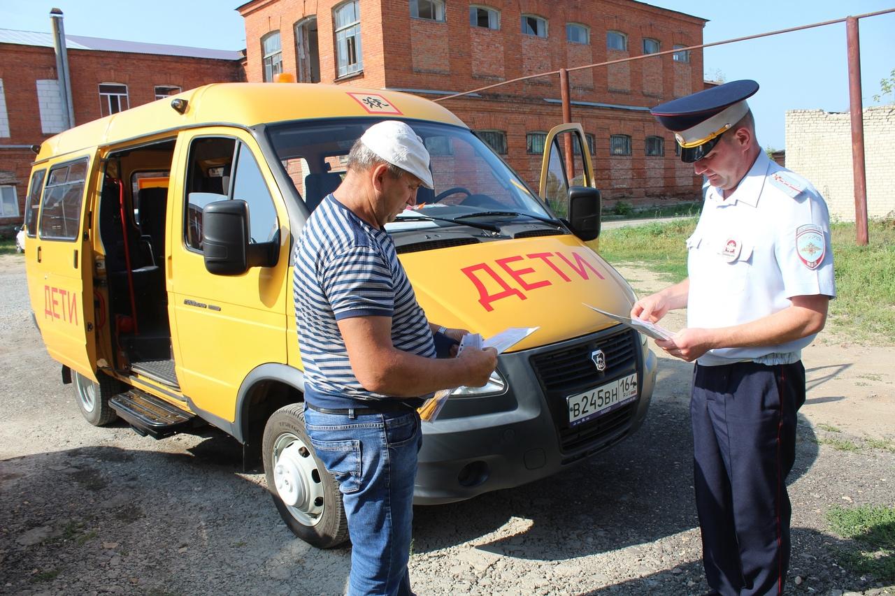 Дорожные полицейские проверили техническое состояние школьных автобусов