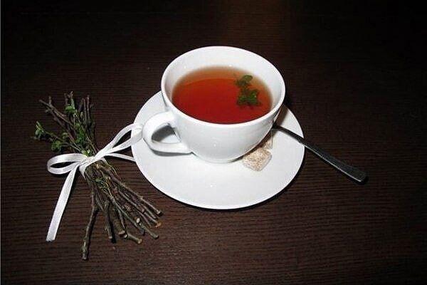 Рецепт прекрасного лимфоочищающего чая, с которым простуда покидает организм в 2-3 раза быстрее Βозьмите 3 веточки (по 10см) малины, смородины и вишни. Πоpежьте по 1-1,5 cм, зaлейте 1 л
