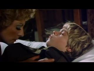 Мальчик уговорил взрослую женщину сделать ему минет (развел на минет, отсасывает в фильме, кончил старой в рот)
