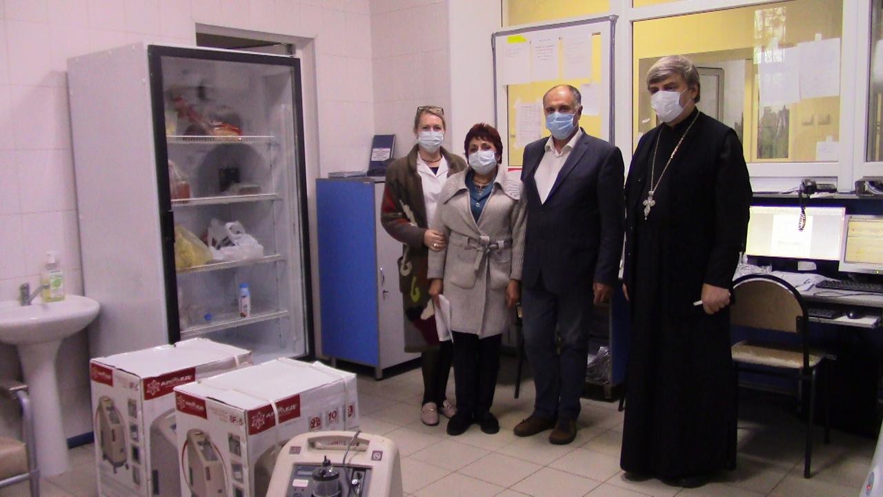 Три аппарата для лечения тяжелобольных COVID-19 поступили в госпиталь ЦГБ Азова