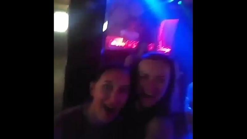 на баре синие мы танцуем под минимал