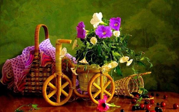 Целая телега цветов - вот такая интересная идея декорирования дома и сада