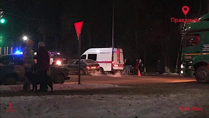 Авария произошла около остановки школы 11 по адресу Пр Дзержинского 03 12 2020 Правдинск