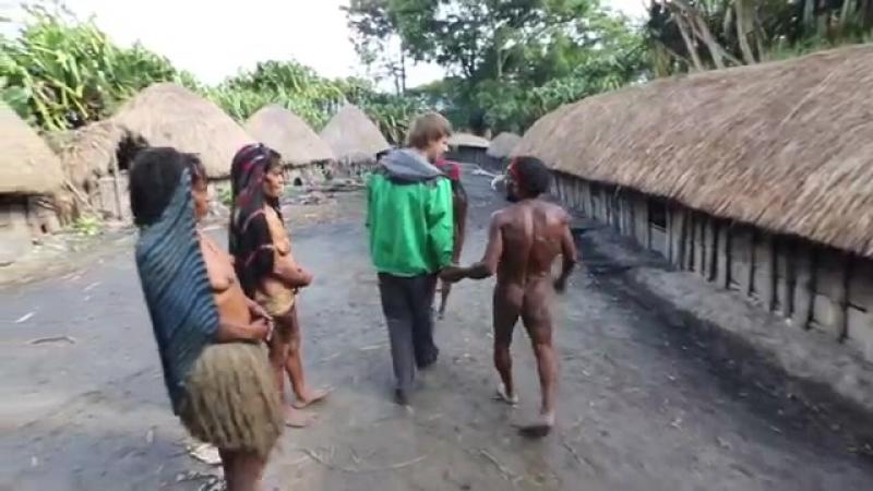 Индонезия 7 серия Традиции и быт первобытных аборигенов 1080p HD Мир Наизнанку 5 сезон