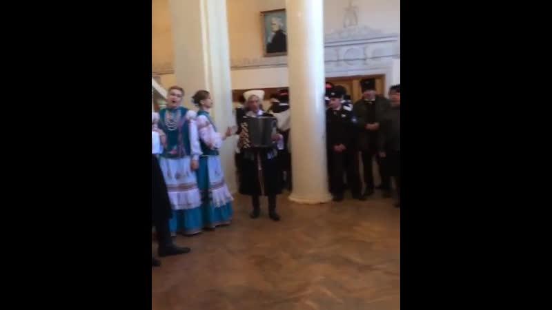 Баталпашинский отдел готовится к выбору нового атамана. Сбор проходит в республиканской государственной филармонии. Казакам пред