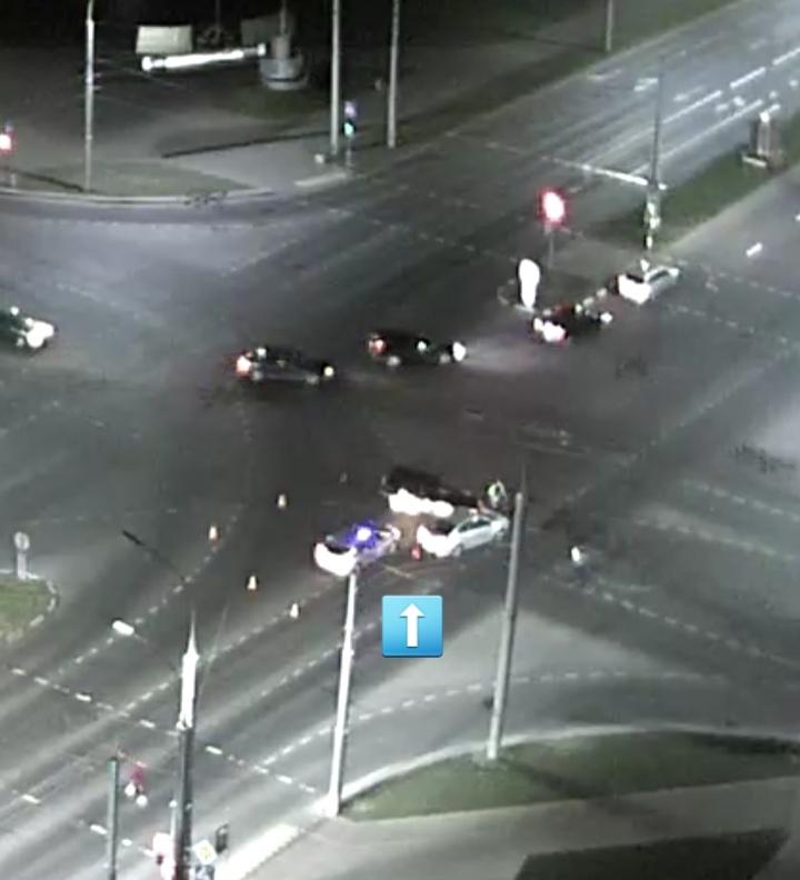 """Водитель """"рванул"""" прямо через поток автомобилей на красный и едва не устроил массовое ДТП"""