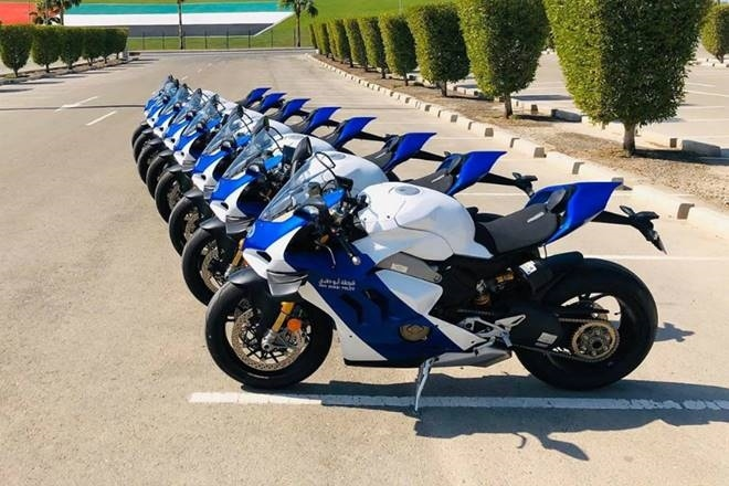 Полиция Абу-Даби получила 8 новых Ducati Panigale V4