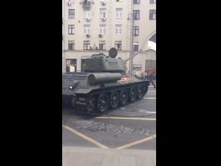 Когда тебе на Москву так же глубоко по...фиг, как на Берлин в 1945-м, то получается вот так. /Дядюшка Шу/