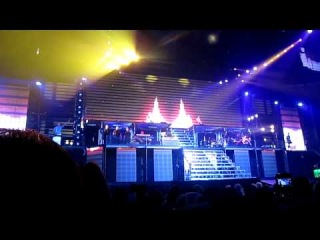 Beauty And A Beat Without Justin Bieber! (BELIEVE TOUR)